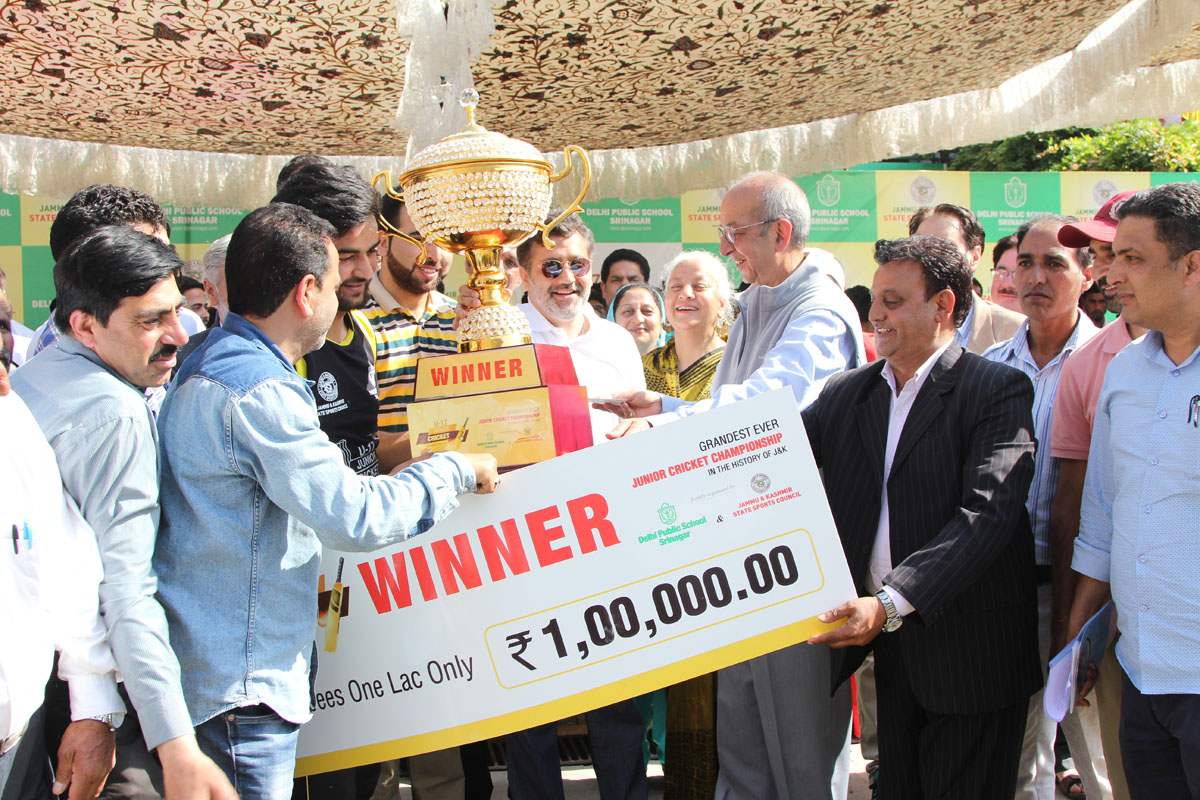 School successfully conducts the finale of Junior Cricket Championship