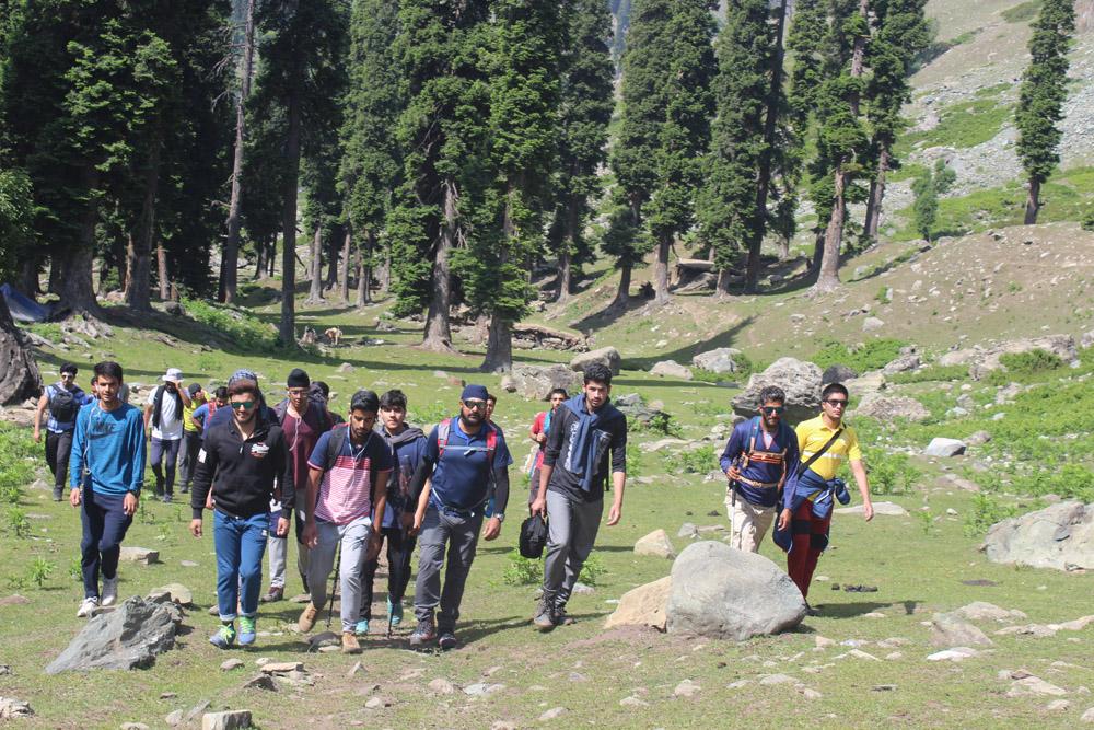 School organizes Trekking trip to Kolhai Glacier