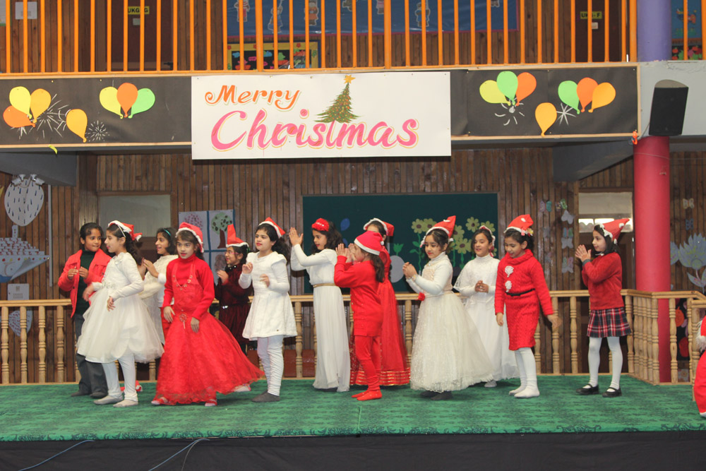 Christmas assembly in Tiny Tots