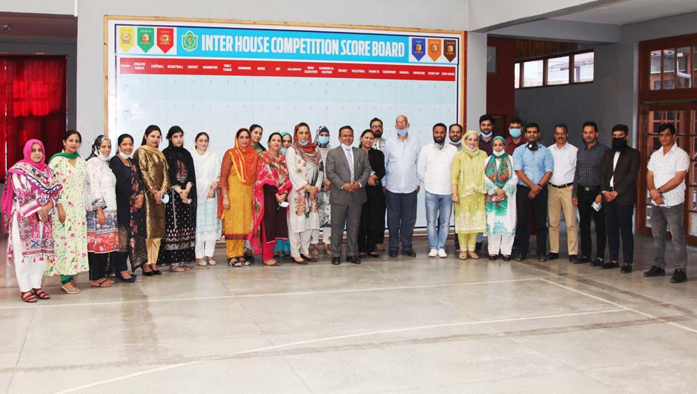School organizes farewell ceremony for Principal Mr. Alistair R. A. Freese
