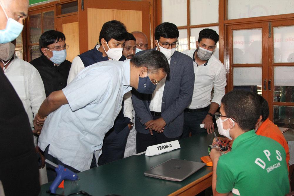 DPS Srinagar students selected to represent J&K in Mobile Robotics at Skill India 2021
