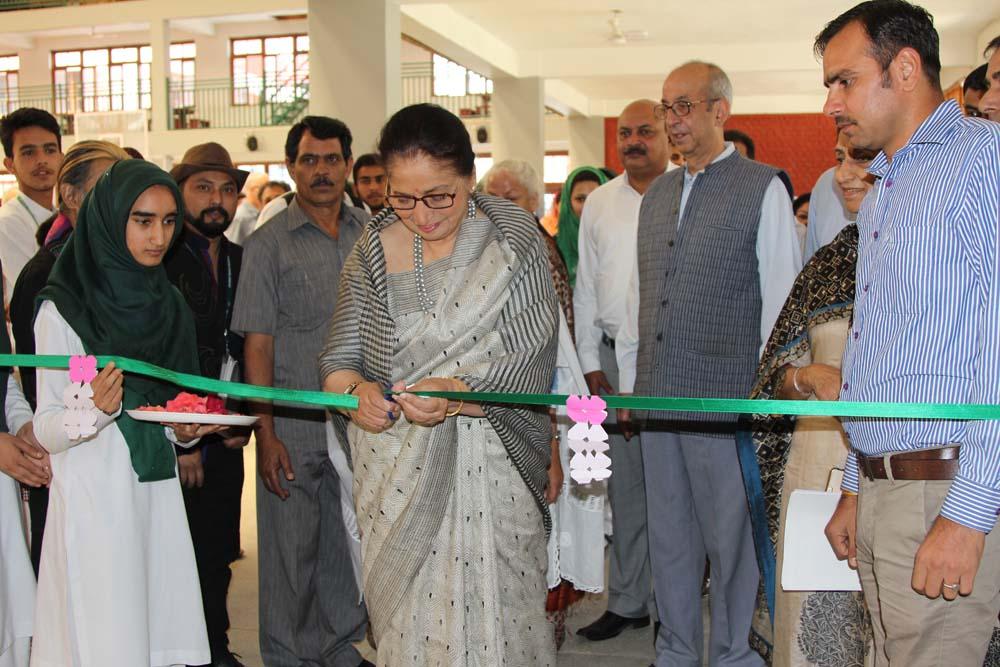 Usha Vohra inaugurates International Spring Art exhibition